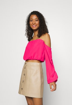 PAMELA REIF X NA-KD OFF SHOULDER BALLOON SLEEVE  - Bluser - rosewood