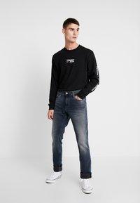 Tommy Jeans - SCANTON - Slim fit -farkut - durban dark - 1