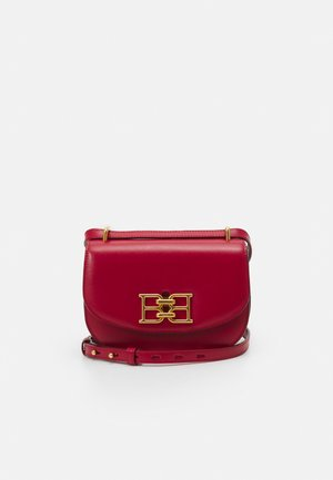 CHAIN MINI BAG - Across body bag - lipstick