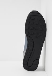 Nike Sportswear - MD RUNNER 2 - Trainers - cool grey/white/black - 5