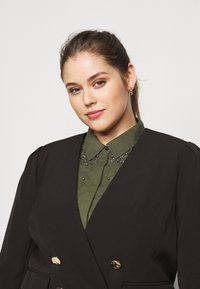 CAPSULE by Simply Be - OLIVIA NEW STYLE TROPHY - Blazer - black - 3