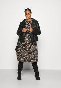 CAPSULE by Simply Be - MIDI 3/4 SLEEVE SMOCK DRESSES 2 PACK - Jersey dress - black - 1