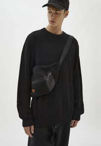 PULL&BEAR - Stickad tröja - black - 4