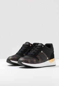 Guess - Sneakers laag - black - 4