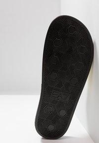 EA7 Emporio Armani - Pantofle - shiny gold/black - 4
