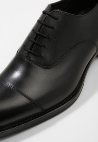 J.LINDEBERG - HOPPER TOE PORT - Elegantní šněrovací boty - black - 5
