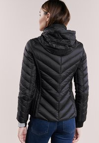 MICHAEL Michael Kors - SHORT PACKABLE PUFFER - Chaqueta de plumas - black - 3