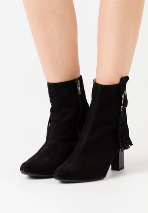MONIC - Classic ankle boots - schwarz