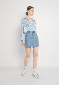 Glamorous - OPEN COLLAR PUFF SLEEVE RUCHED CROP BLOUSE - Bluser - blue - 1