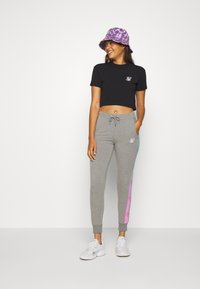 SIKSILK - FADE RUNNER TRACK PANTS - Tracksuit bottoms - grey marl - 1