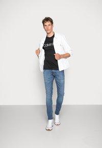 Calvin Klein - T-shirt imprimé - black - 1