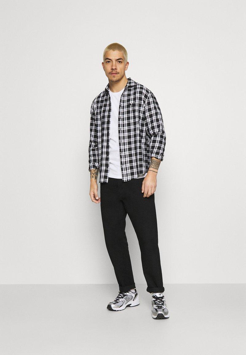Hollister Co. - ICONIC 3 PACK - T-shirt basique - WHITE/NAVY/BLACK