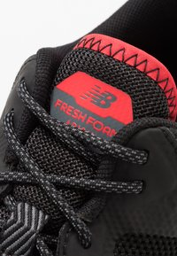 New Balance - FRESH FOAM ARISHI GORE-TEX - Trail running shoes - black - 5