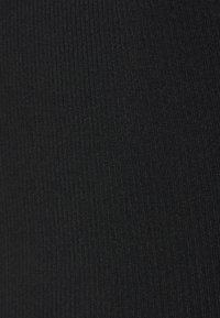 Missguided Petite - LONG SLEEVE CROP  - Long sleeved top - black - 2
