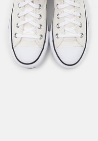 Converse - CHUCK TAYLOR ALL STAR PLATFORM LAYER - Zapatillas altas - vintage white/white/black - 5