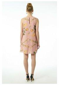 Auden Cavill - Day dress - rosa - 2
