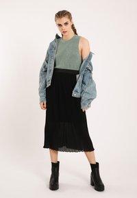 Pimkie - Pleated skirt - schwarz - 1