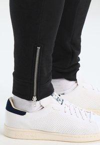 Pier One - BIKER JOGGER - Teplákové kalhoty - black - 5