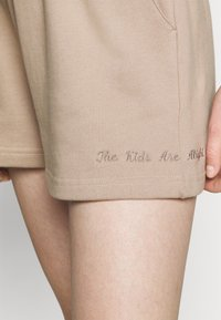 DESIGNERS REMIX - WILLIE EMBROIDERED - Shorts - sand - 4