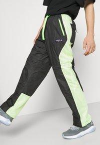 Jordan - TRACK PANT - Träningsbyxor - black/light liquid lime/electric green - 4