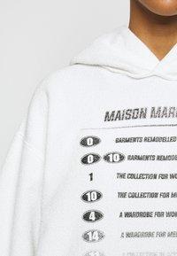 MM6 Maison Margiela - Mikina skapucí - white - 6