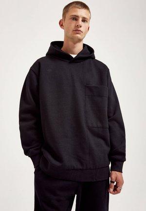 MIT KOMBINIERTEM COLOUR-BLOCK UND TASCHE - Hoodie - mottled black