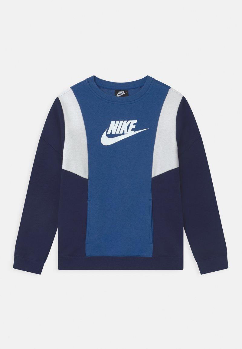 Nike Sportswear - AMPLIFY CREW - Sudadera - game royal/blue void/white