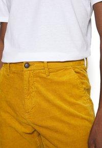 Lindbergh - CORD TROUSERS - Trousers - dark yellow - 3