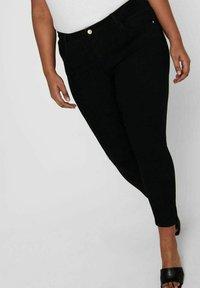 ONLY Carmakoma - SKINNY FIT CURVY CARANTE LIGE REG ANKLE PUS - Jeans Skinny Fit - black - 4