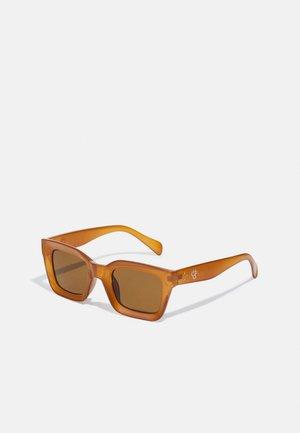 ANNA UNISEX - Sunglasses - mustard/brown
