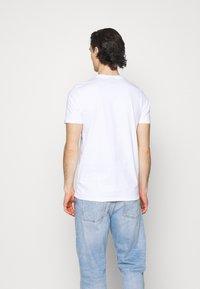 Ellesse - MONTELL - T-shirt z nadrukiem - white - 2