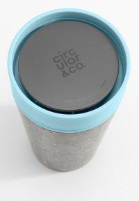 Circular&Co - CIRCULAR & CO KAFFEEBECHER TO GO MIT DECKEL - 340 ML - Drink bottle - schwarz / blau - 3