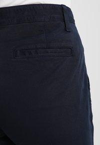 GAP - GIRLFRIEND SOLID - Chino kalhoty - true indigo - 5
