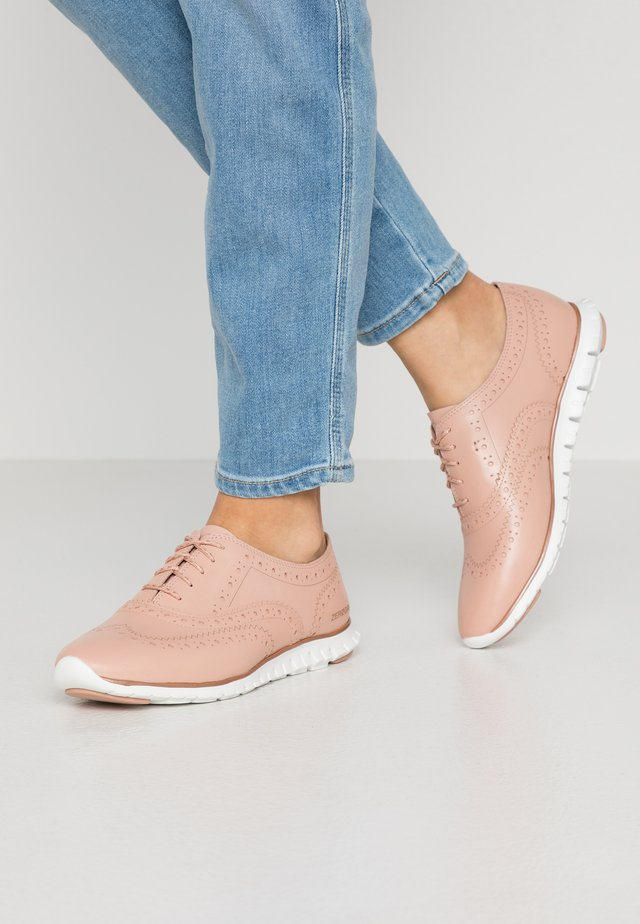 ZEROGRAND WING CLOSED HOLE - Chaussures à lacets - mahogany rose/optic white