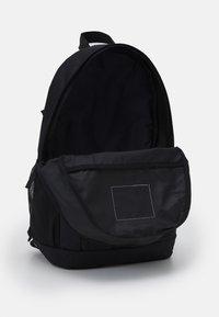 Nike Sportswear - ELEMENTAL - Školní sada - black/white - 2