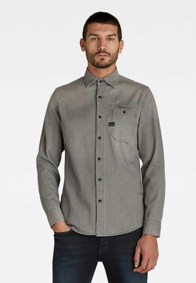 BRISTUM 1 POCKET SLIM SHIRT - Overhemd - faded dust grey