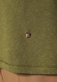 Mos Mosh - TROY TEE - Basic T-shirt - capulet olive - 6