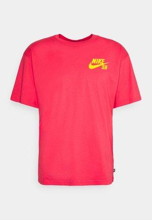TEE LOGO UNISEX - T-shirt print - fusion red/university gold