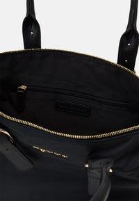 Tommy Hilfiger - TOTE - Handbag - black - 2
