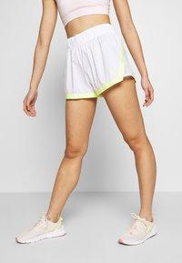 Puma - BE BOLD SHORT - Pantalón corto de deporte - white - 0