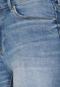ONLY - ONLBLUSH  LIFE MID - Jeansshorts - medium blue denim - 5