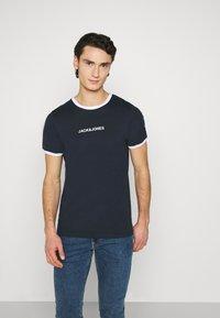Jack & Jones - JCORING TEE CREW NECK - Print T-shirt - navy blazer - 0