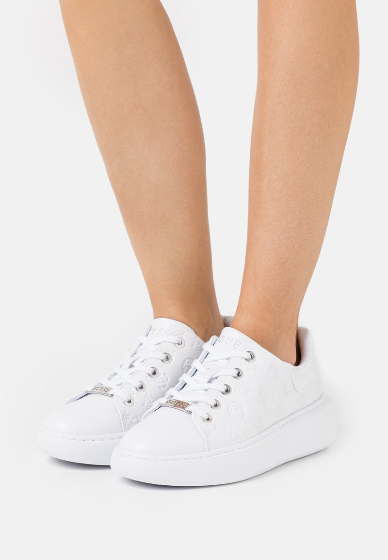 Guess - BRADLY - Trainers - white