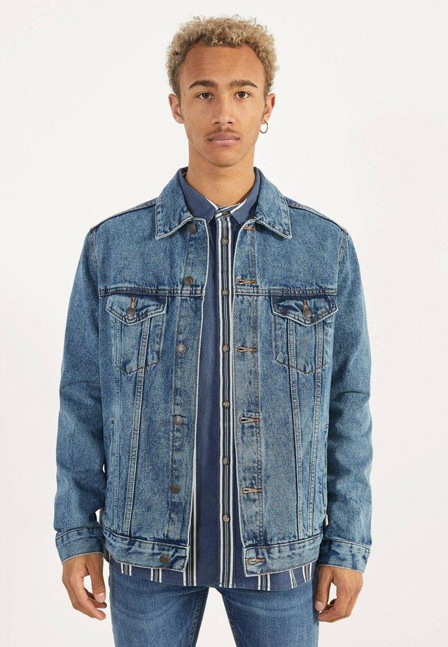 JEANSJACKE IM REGULAR-FIT 01273503 - Veste en jean - blue denim