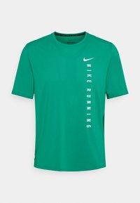 Nike Performance - MILER HYBRID - Printtipaita - neptune green/silver - 3