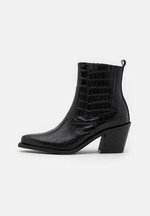 PSSANTIAGO BOOT - Cowboy/biker ankle boot - black