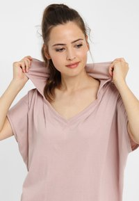 PONCHO COMPANY - T-shirt basic - mauve - 2