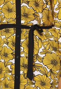 Ciso - DRESS WITH FLOWER PRINT - Skjortklänning - cheddar yellow - 5