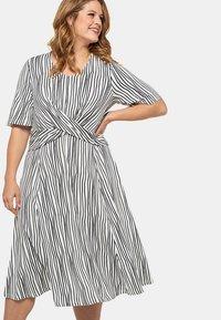 Ulla Popken - Jersey dress - weiß/marine - 0