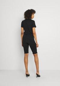 ONLY - ONLBLUSH WAIST LONG - Shorts di jeans - black denim - 2